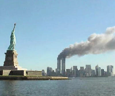 9-11_Statue-of-Liberty_and-WTC-fire.jpg
